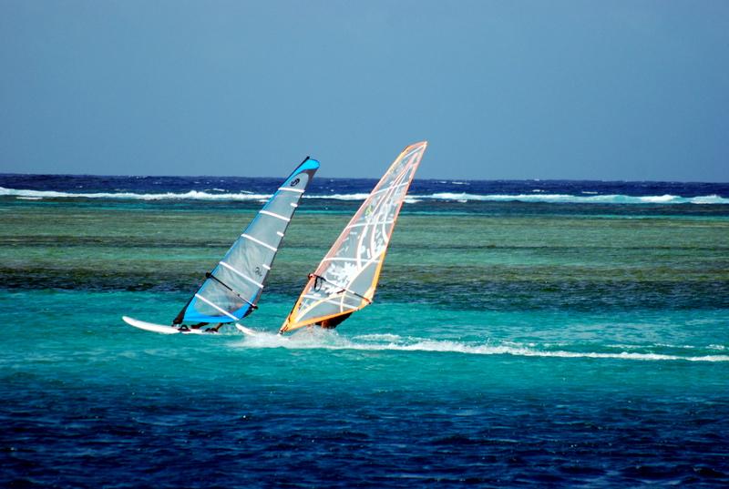 Marc navegando con Fabian del Eolo.