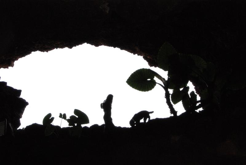 Judith y Trufa en la Cueva de los Verdes. Lanzarote, 2010.
